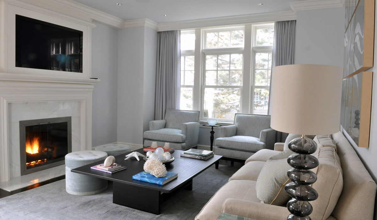 living room in new engladn cottage by cardello architects RAC
