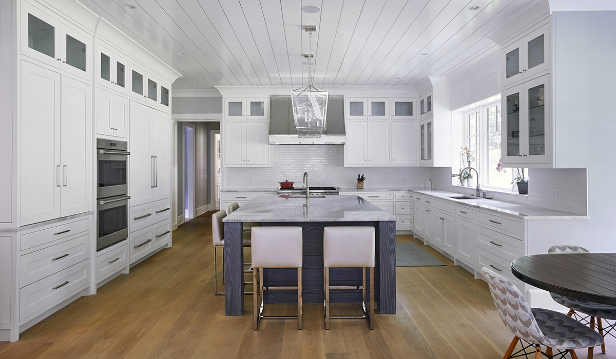 custom eat in kitchen with large island-designed by cardello architects